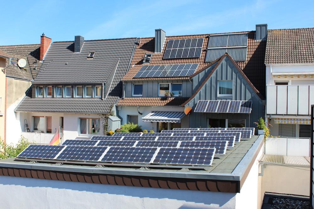 So sieht dei Rückseite des Gebäudes der Bulter GmbH aus: Ein Erntefeld für solare Energie!